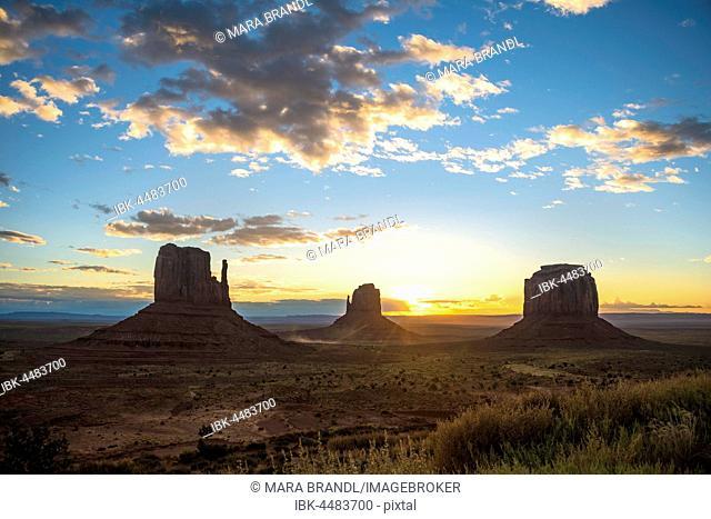 Sunrise, mesas West Mitten Butte, East Mitten Butte, Merrick Butte, Scenic Drive, Monument Valley, Monument Valley Navajo Tribal Park, Navajo Nation, Arizona