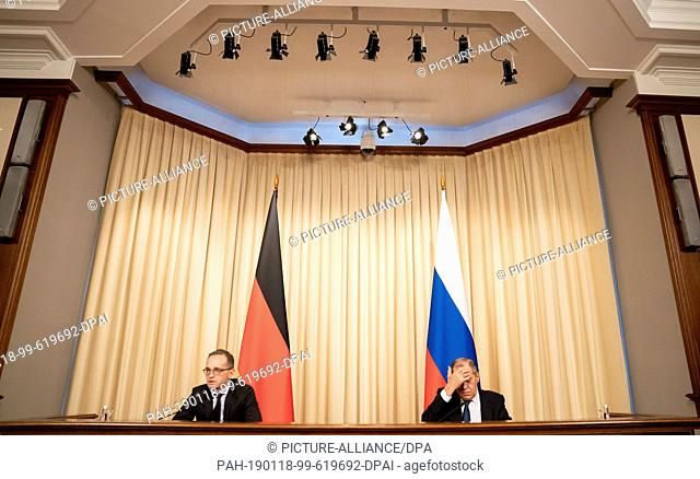 18 January 2019, Russia, Moskau: Heiko Maas (SPD, l), Foreign Minister, and his Russian counterpart Sergei Lavrov give a press conference in the Minister's...