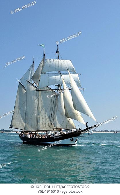 Oosterschelde : schooner, three-masted and topsail Home port : Rotterdam, Netherlands, sailing in the Morbihan gulf, during the event 'Semaine du Golfe'Week of...