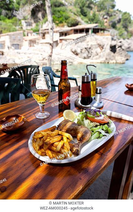 Spain, Mallorca, Restaurant in fishing village