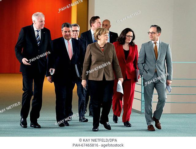 German Chancellor Angela Merkel (C), Vice Chancellor Sigmar Gabriel (2.f.L), CSU Chairman Horst Seehofer (L), German Minister of the Interior Thomas de Maiziere...