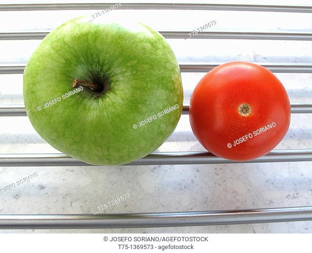 Granny Smith and tomato