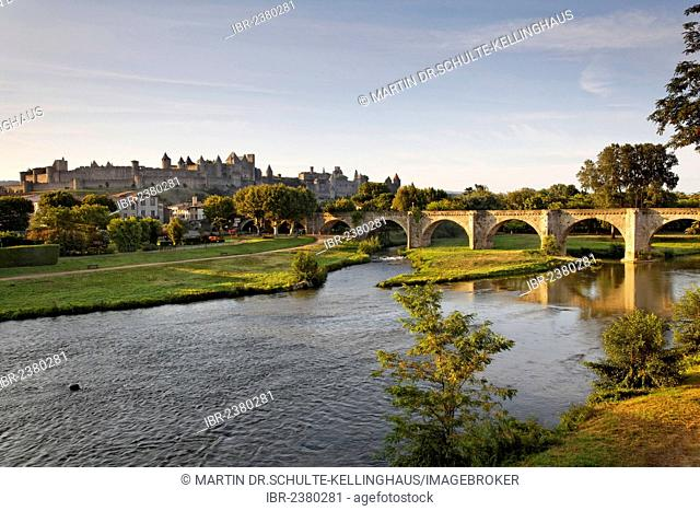 Carcassonne, castle with bridge over the Aude river, morning mood, Languedoc-Roussillon, Aude, France, Europe