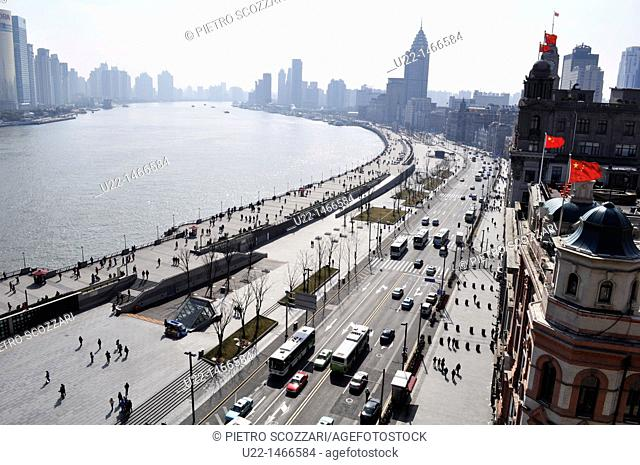 Shanghai (China): Zhong Shan Road and the Bund seen from the Peace Hotel rooftop