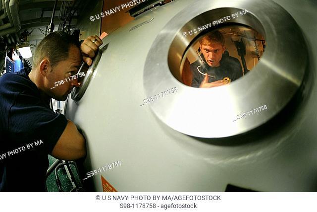 100811-N-9769P-076 PANAMA CITY, Panama Aug  11, 2010 Navy Diver 1st Class Chris Whitman observes Navy Diver 2nd Class Matt Wilson as he briefs safety procedures...