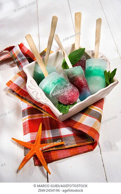 Presentation icicles formed of different colors and different flavors
