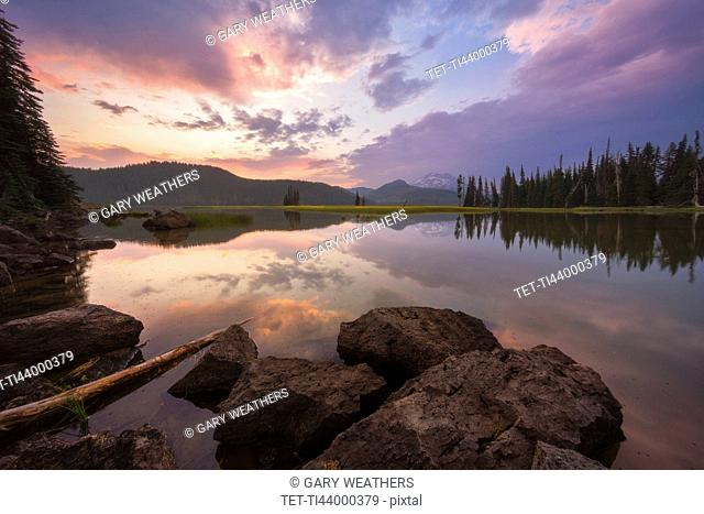 USA, Oregon, Landscape with Sparks Lake at sunset