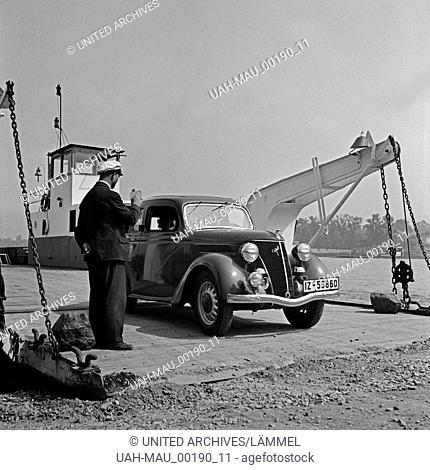 Ein Ford Eifel verläßt die Rheinfähre, Deutschland 1930er Jahre. A Ford model Eifel leaving the ferry across river Rhine, Germany 1930s