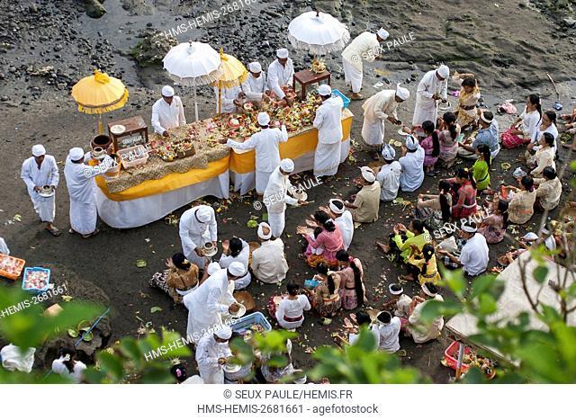 Indonesia, Bali, Odalan in Tanah Lot temple