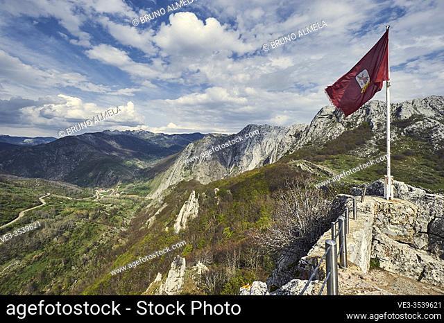 Cantabrian mountain range: Mountain landscape from Valporquero look out near Vegacervera (Leon province, region of Castilla y Leon, Spain)