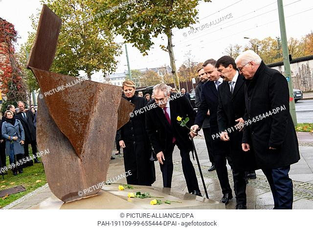 09 November 2019, Berlin: Federal President Frank-Walter Steinmeier (r), Andrzej Duda (m), President of Poland, Milos Zeman (2nd from left)