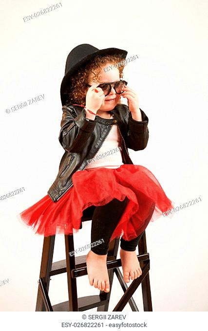 Little girl with black hat and sunglasses