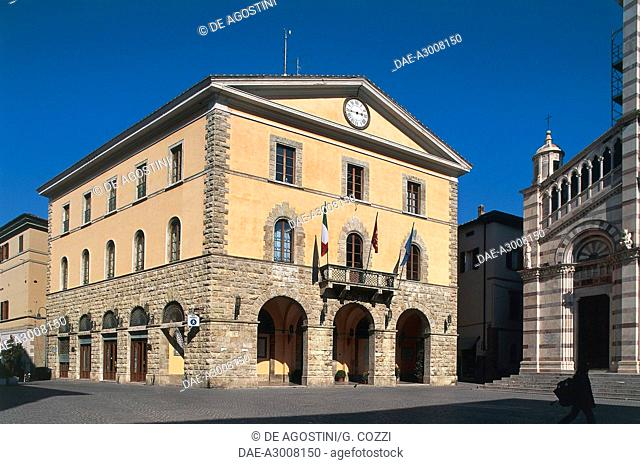 Town Hall and facade of San Lorenzo Cathedral, Piazza Dante, Grosseto, Tuscany, Italy