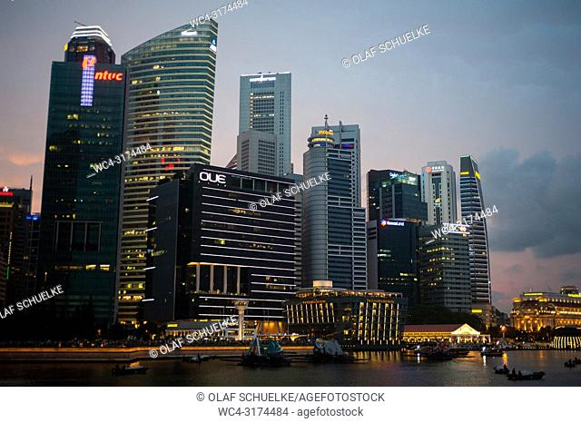 04. 08. 2018, Singapore, Republic of Singapore, Asia - The city skyline of Singapore's central business district in Marina Bay