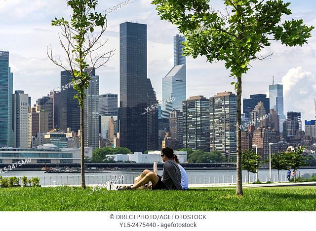 New York City, NY, USA, Tourist Couples Enjoying Hunter's Point, South Park, Brooklyn District, East River. Manhattan Skyline