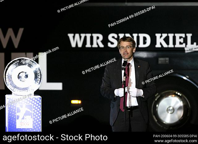 04 June 2020, Schleswig-Holstein, Kiel: Daniel Günther (CDU), Prime Minister of Schleswig-Holstein, speaks into a microphone during the tribute to handball...