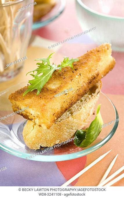 montadito de jamon iberico, queso manchego y huevo