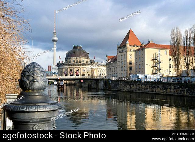 Berlin, Mitte, view from the promenade over the Spree towards Museum Island and the television tower