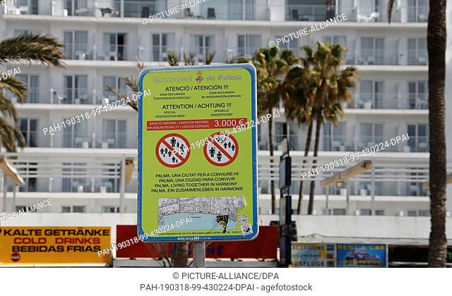 """16 March 2019, Spain, Palma: """"""""Old"""""""" prohibition signs threaten on the beach of Arenal on the island Mallorca with a Gerdstrafe of up to 3000 euro with offence"""