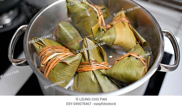 Cook in water with rice dumpling