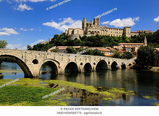 France, Herault, Beziers, St Nazaire Cathedral and the Pont Vieux on the Orb River