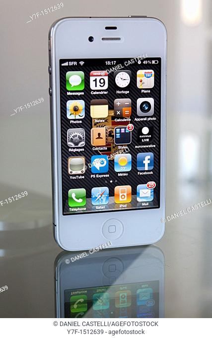 White Apple phone iphone 4 on desk