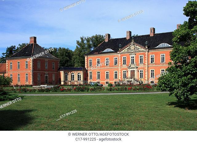 Germany, Kluetz, Kluetzer Winkel, Baltic Sea, North West Mecklenburg, Mecklenburg-Western Pomerania, castle Bothmer, baroque, Corps de Logis, palace forecourt