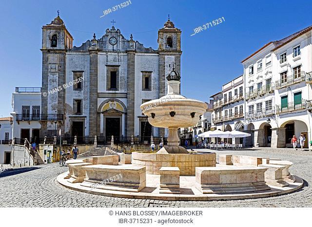 Fountain on the market square Praca do Giraldo in front of the church Igreja de Santo Antão, Évora, Évora District, Portugal