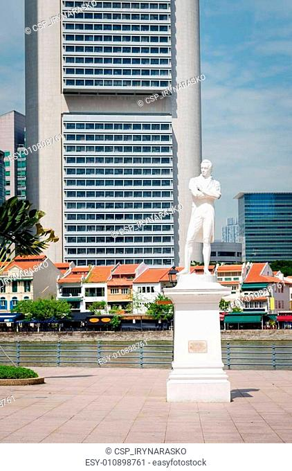 Sir Stamford Raffles statue on Clark Quay in Singapore