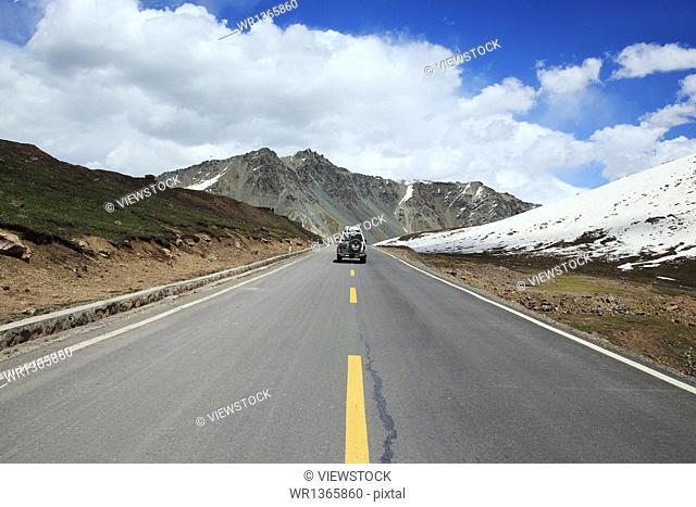 Xinjiang Tianshan on the road