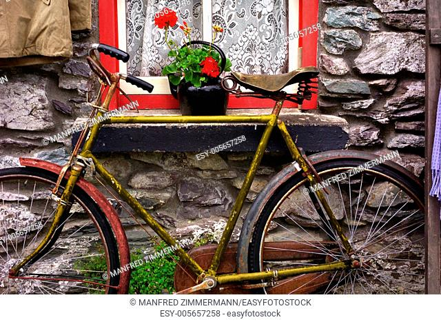 Ireland series in detail. Old bicycle against Hausfasade