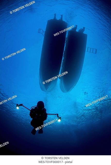 Palau, scuba diver with lamps