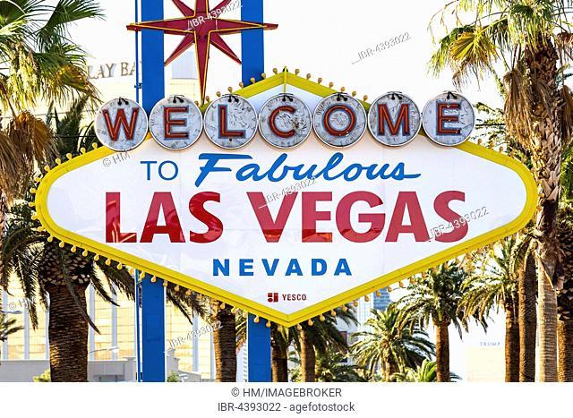 Front of Welcome to Fabulous Las Vegas sign, Las Vegas Strip, Las Vegas, Nevada, USA, North America