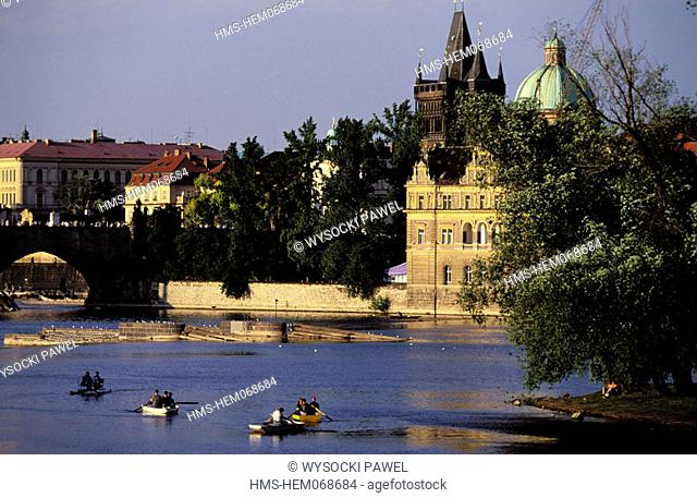 Czech Republic, Prague, Charles Bridge on the Vltava river and the Stare Mesto distrisct (old city)