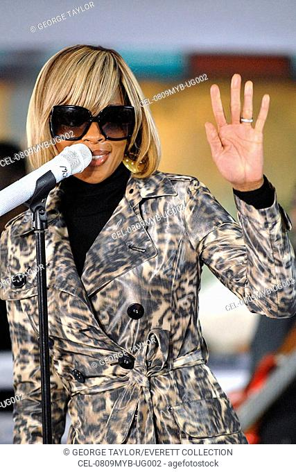 Mary J. Blige on stage for NBC Today Show Concert with Mary J. Blige, Rockefeller Center Plaza, New York, NY, May 09, 2008