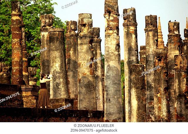 Pfeiler im Wat Mahathat Tempel in der Tempelanlage von Alt-Sukhothai in der Provinz Sukhothai im Norden von Thailand in Suedostasien