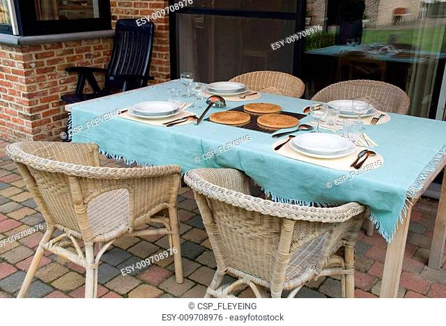 Table/tableware outside