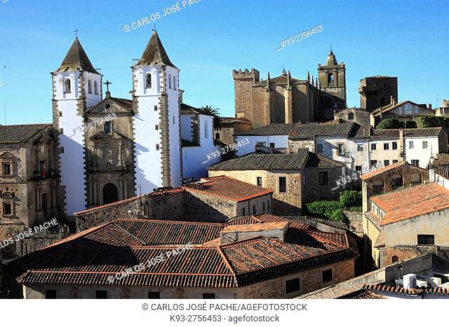 Vistas desde la iglesia de San Juan, San jorge y el conjunto historico de caceres