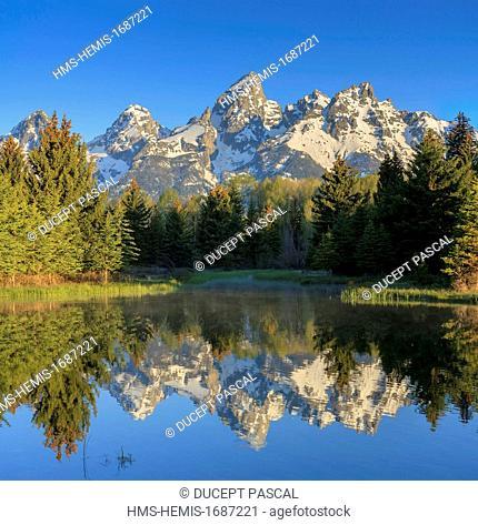 United States, Wyoming, Grand Teton National Park, Teton Range and Snake River from Schwabacher Landing at sunrise