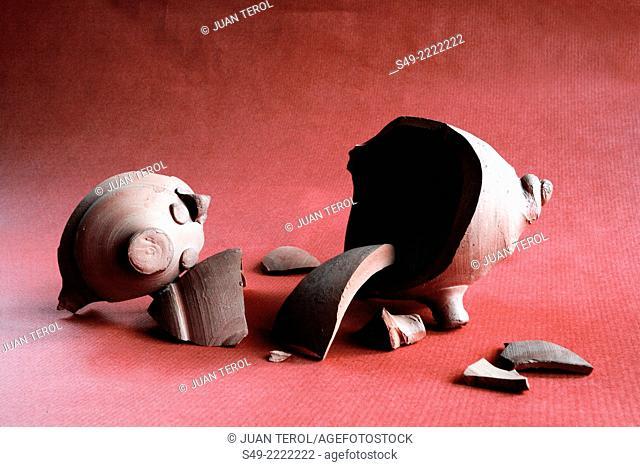 broken money piglet