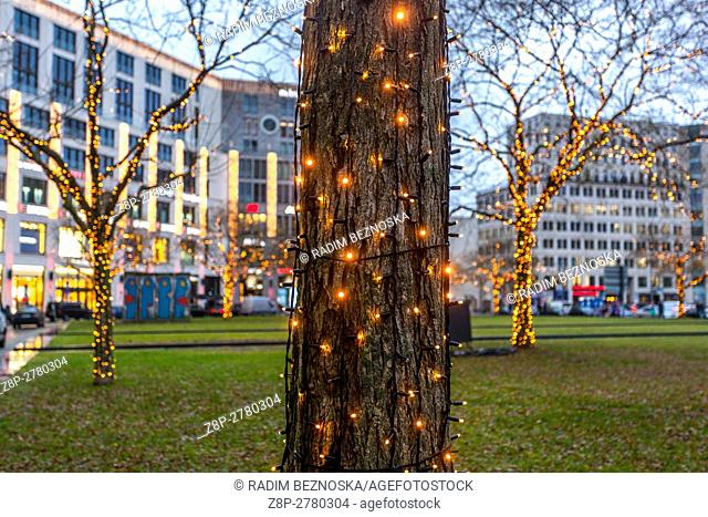 Germany, Berlin, Christmas atmosphere at Lepziger Platz, decorated trees