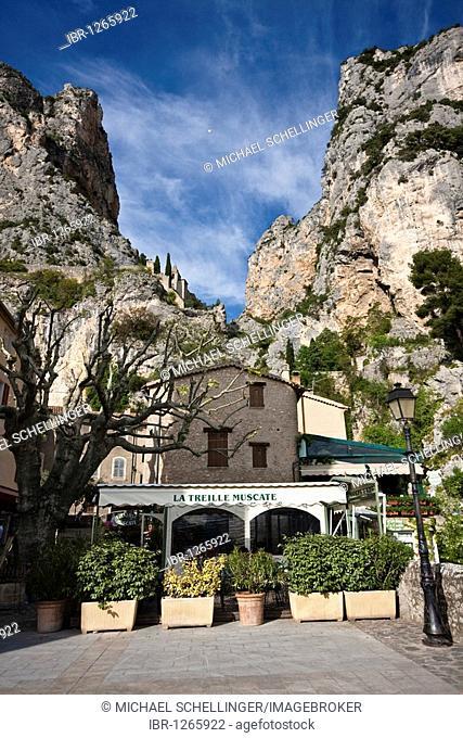 Moustiers Sainte Marie, Provence-Alpes-Cote d'Azur, Alpes-de-Haute-Provence, France, Europe