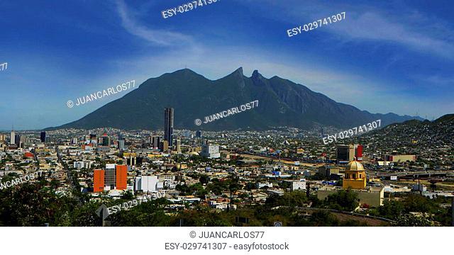 Cerro de la Silla en ciudad de Monterrey
