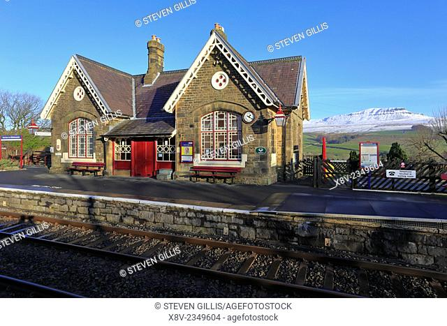Horton in Ribblesdale Railway Station with snow on Pen-y-ghent, Pennine Way, Yorkshire Dales National Park, England, UK