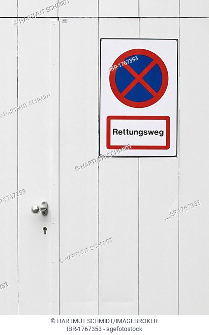 No parking sign on an emergency exit, lettering Rettungsweg, German for escape route