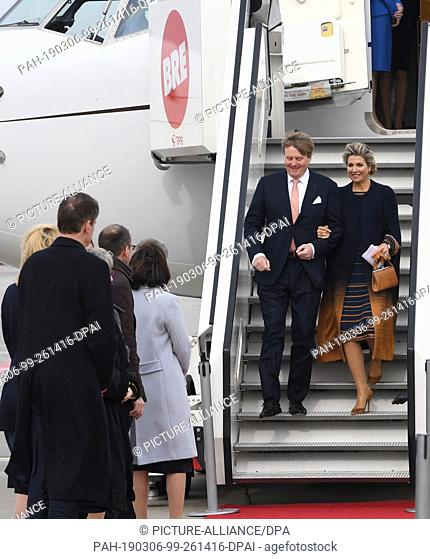 06 March 2019, Bremen: Willem-Alexander, King of the Netherlands, and his wife Queen Máxima, leave the plane. Every year