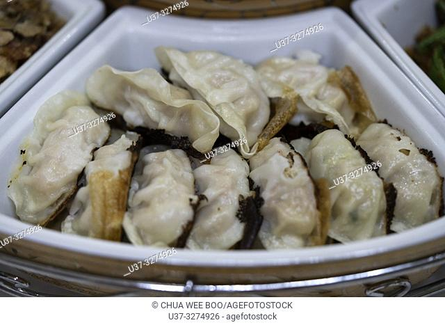 Steamed dumplings with minced pork and vegetables