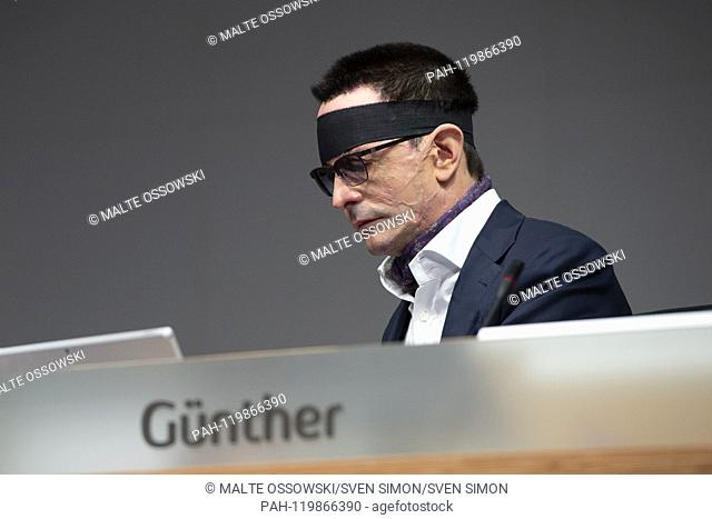 Dr. Bernhard GUENTHER, Gunther, Chief Financial Officer, CFO, was injured in an acid attack, assassination attempt, portrait, portraits, portrait