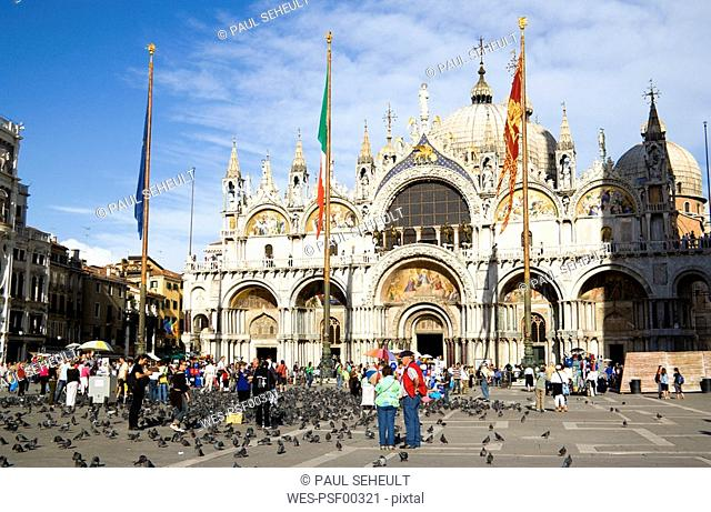 Italy, Venice, Basilica di San Marco, tourists in foreground
