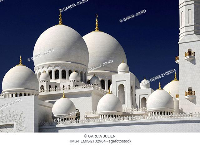 United Arab Emirates, Abu Dhabi, Sheikh Zayed Grand Mosque, the white marble domes of the mosque